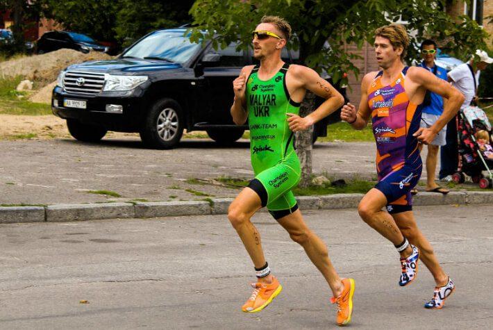 coureur triathlete pendant une competition
